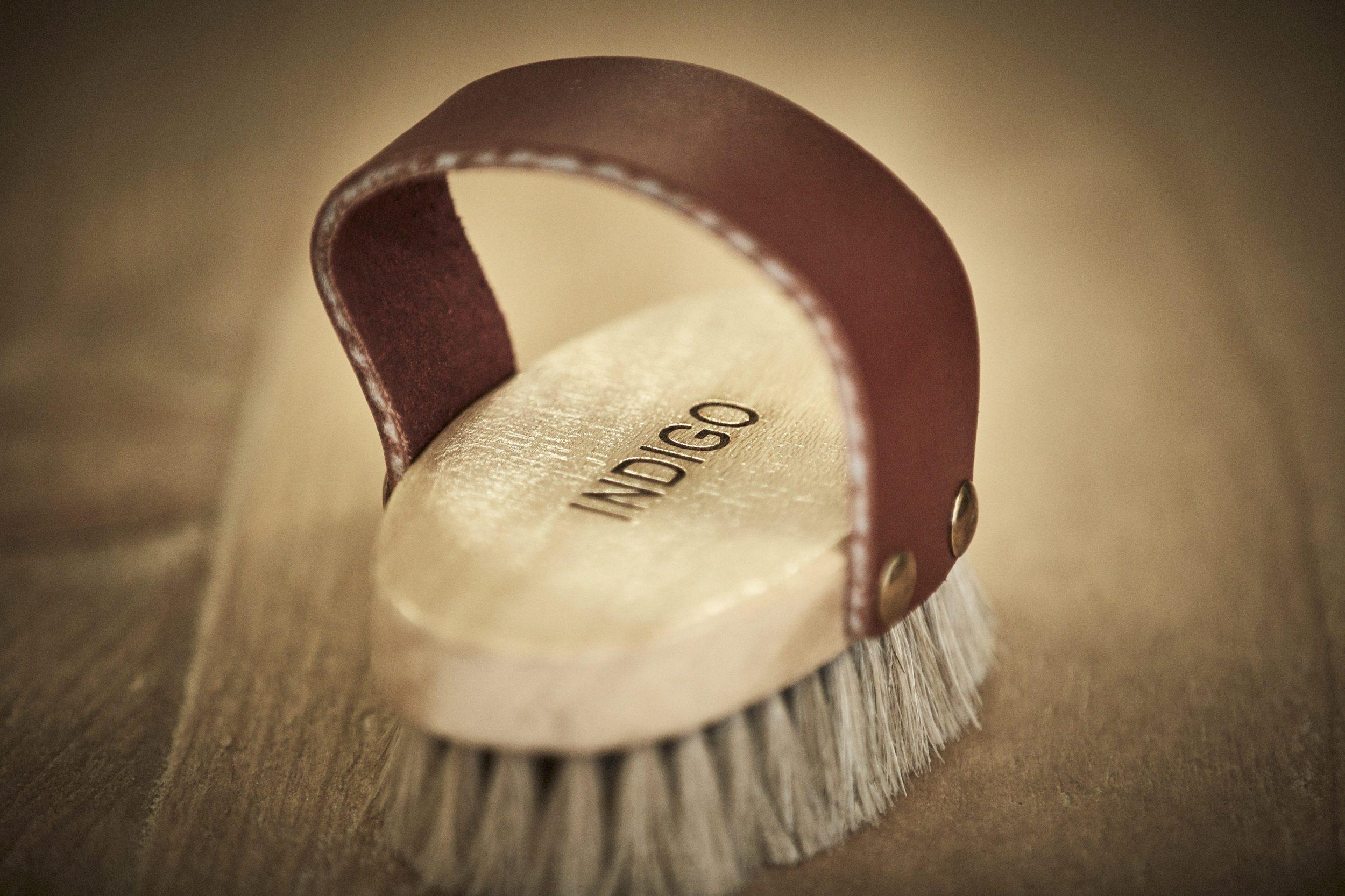 An indigo waxing brush